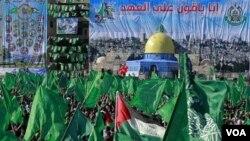 Pendukung Hamas di Jalur Gaza melakukan pawai memperingati Hari Jadi Hamas ke 23, 14 Desember 2010.