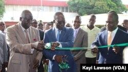 Coupure du ruban (SIALO 2019), Lomé, le 8 octobre 2019. (VOA/Kayi Lawson)