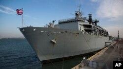 Корабель ВМС Великобританії в порту Хайфа, Ізраїль