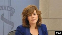 Wakil PM Spanyol Soraya Saenz de Santamaria mengumumkan reformasi menyeluruh pasar tenaga kerja hari Jumat (10/2).