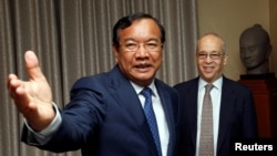 Assistant Secretary of State for East Asian and Pacific Affairs Daniel Russel (R) and Foreign Affairs Minister Prak Sokhonn smile before a meeting at the Ministry of Foreign Affairs and International Cooperation in Phnom Penh, Cambodia, October 27, 2016.