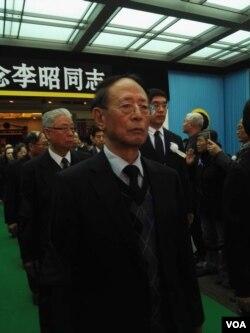 胡耀邦长子胡德平在李昭告别仪式现场