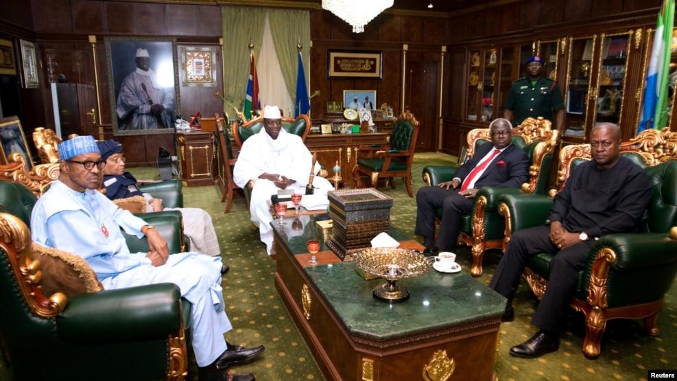 Le président sortant gambien Yahay Jammeh lors d'une audience avec ses homologues chefs d'Etat d'Afrique de l'ouest, à Banjul, Gambie, 13 décembre 2016.