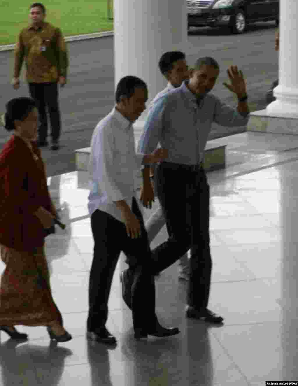Presiden Joko Widodo Sambut Kedatangan Mantan Presiden AS Barack Obama di Istana Bogor (foto: VOA/Andylala Waluyo)