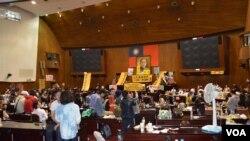 立法院议事大堂全景(美国之音申华拍摄)
