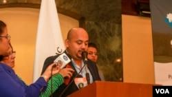 Oscar López, director ejecutivo de CANISLAC, una asociación de empresarios, expresó su preocupación por que los delitos aumenten en el país. Foto Daliana Ocaña/VOA.