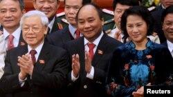 Từ trái sang: Tổng Bí thư Nguyễn Phú Trọng, Thủ tướng Nguyễn Xuân Phúc và Chủ tịch Quốc hội Nguyễn Thị Kim Ngân tại Đại hội XII, ngày 28/1/2016.