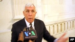 Dân biểu Frank Wolf của đảng Cộng hòa trong một cuộc phỏng vấn với VOA