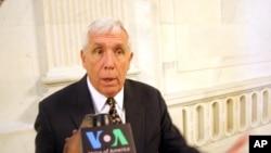 Dân biểu Đảng Cộng Hòa Frank Wolf, Đồng Chủ tịch Ủy ban Nhân quyền Tom Lantos và Nhóm hoạt động về các vấn đề Việt Nam tại Quốc hội Mỹ.