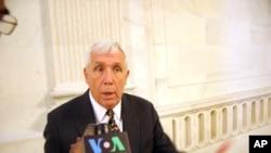 维吉尼亚州共和党众议员弗兰克.沃尔夫过去接受VOA采访