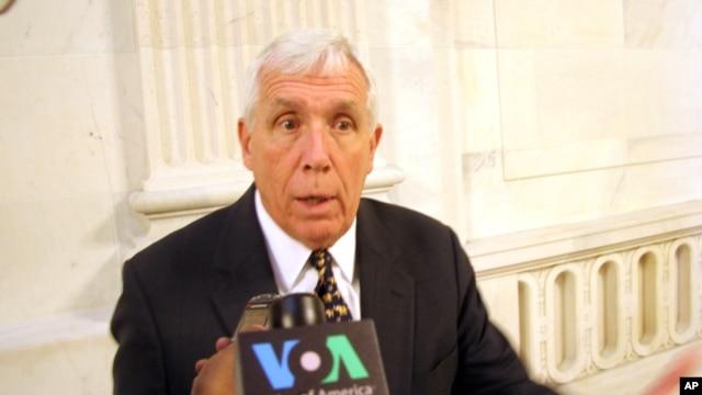 Thư do Dân biểu Frank Wolf khởi xướng được 16 dân biểu Cộng hòa và 16 dân biểu Dân chủ đồng ký tên nêu rõ 'để Quốc hội Mỹ ủng hộ thỏa thuận TPP với Việt Nam, nhà cầm quyền Hà Nội cấp thiết phải có những thay đổi đáng kể về mặt nhân quyền'.