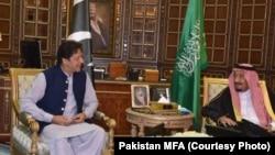 وزیر اعظم عمران خان اور سعودی عرب کے بادشاہ سلمان بن عبدالعزیز۔
