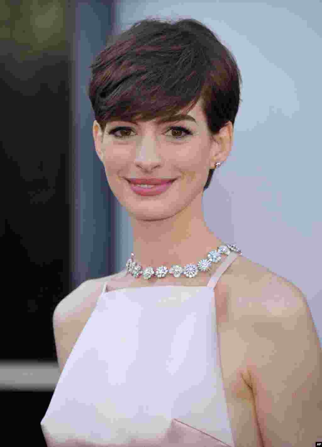 Actress Anne Hathaway arrives at the Oscars at the Dolby Theatre, Feb. 24, 2013, in Los Angeles.