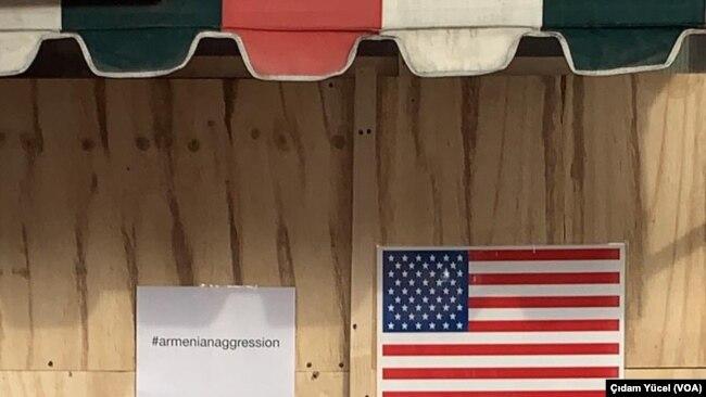 Beverly Hills'de bir nefret saldırısının hedefi olan Cafe Istanbul'un penceresi tahta plakayla kaplandı