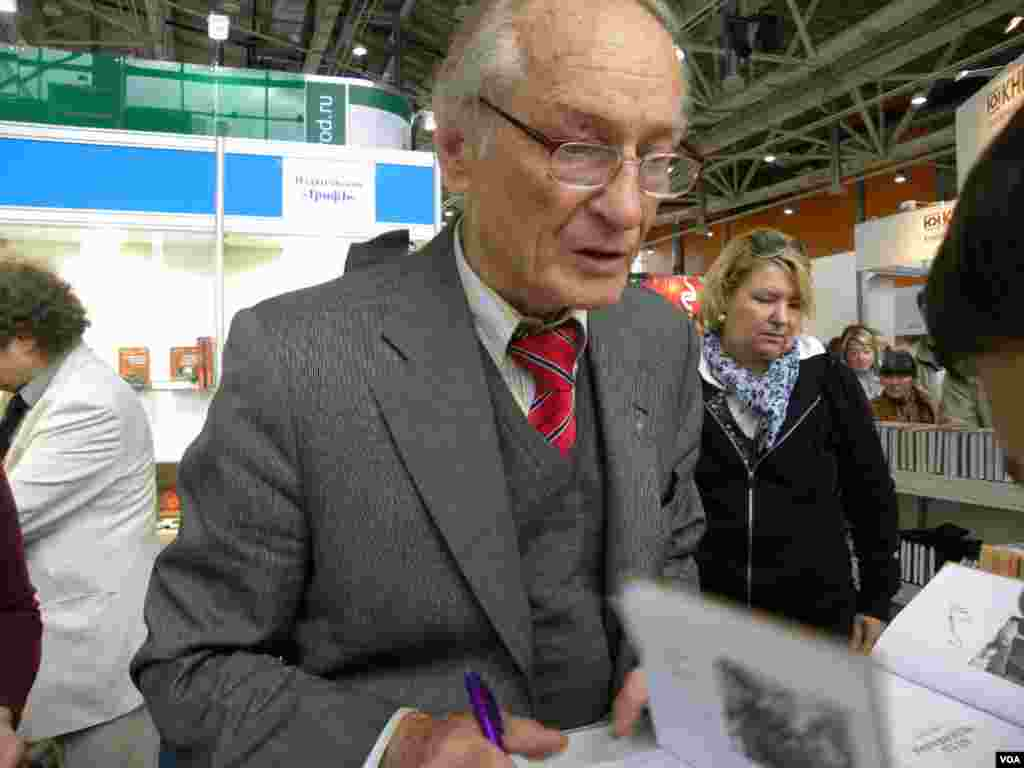 Киноактер и поэт Михаил Ножкин порадовал поклонников новой книгой