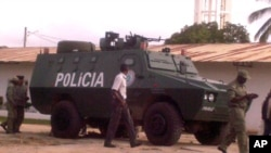 Blindado da polícia nas ruas de Nampula (VOA/Faizal Ibramugi - foto de arquivo)