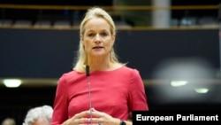 Віола фон Крамон-Таубадель, депутат Європейського парламенту, яка є членом парламентського комітету у закордонних справах та заступницею голови комітету парламентської асоціації ЄС-Україна