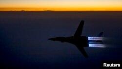27일 미 공군 B-1B 랜서 폭격기가 시리아 내 ISIL에 공습을 단행한 후 이라크 북부 상공을 날고 있다.