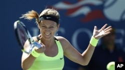 Victoria Azarenka dari Belarus menang straight-set atas Kirsten Flipkens dari Belgia dalam Turnamen Amerika Terbuka 2012 (foto, 29/8/2012). tournament, Wednesday, Aug. 29, 2012, in New York. (AP Photo/Mel C. Evans)