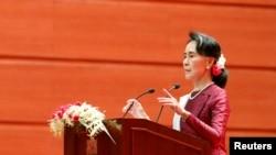 缅甸国家委员昂山素季在首都内比都就若开邦和罗兴亚人的问题发表演说 (2017年9月19日)