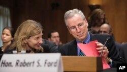 Ông Robert Ford, đại sứ Hoa Kỳ tại Syria, làm chứng trước Ủy ban Đối ngoại Thượng viện về cuộc xung đột ở Syria tại Điện Capitol, Washington.