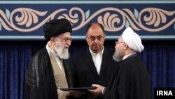 حسن روحانی حکم تنفیذ ریاست جمهوری را از رهبر جمهوری اسلامی ایران دریافت کرد.