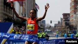 Rita Jeptoo of Kenya crosses the finish line to win the women's division of the 117th Boston Marathon in Boston, Massachusetts April 15, 2013.