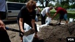 ٹمپا، فلوریڈا میں طوفان آئزک سے نمٹنے کی تیاریاں