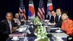 """""""Vamos a trabajar unidos y diligentemente con las sanciones más recientes de la ONU"""", dijo Obama a los reporteros luego de una reunión con la presidenta surcoreana, Park Geun-hye (derecha), en Laos."""