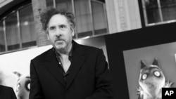 """Sutradara Tim Burton tiba di Los Angeles untuk mempromosikan filmnya """"Frankenweenie."""" (Foto: Dok)"""