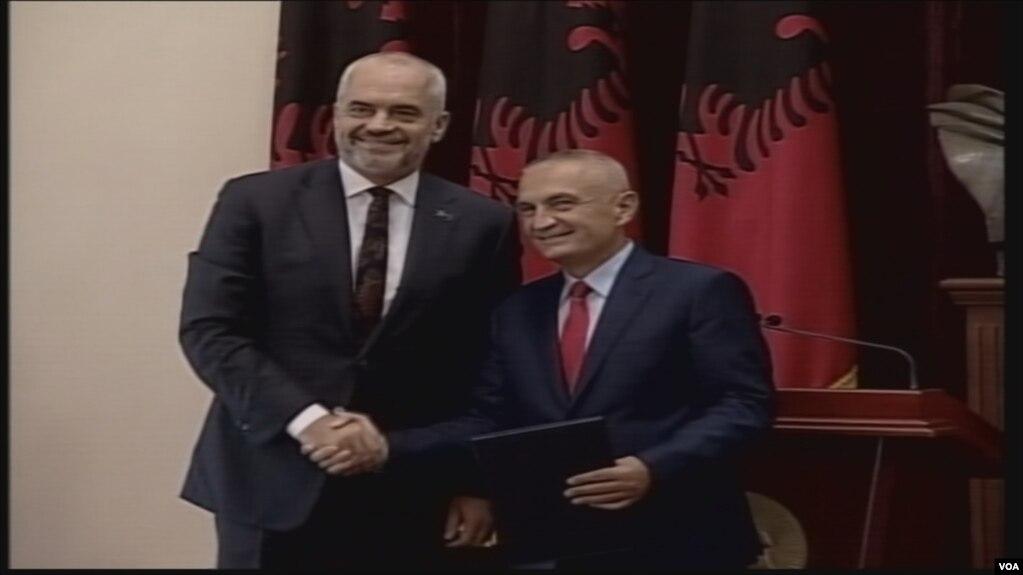 Qeveria e re, pas betimit mbledhja e parë
