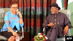Nigerian President Goodluck Jonathan (R) speaks, flanked by broadcaster and publisher Adesuwa Onyenokwe, during a nationally broadcast interview with journalists in Abuja, Nigeria, Feb. 11, 2015.