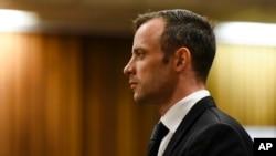 Oscar Pistorius devant la barre, à la Haute cour de Prétoria, Afrique du Sud, 8 décembre 2015.
