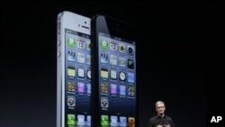 iPhone 5, présenté à San Francisco par le PDG d'Apple, Tim Cook