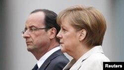 Tras la reunión con Merkel, Hollande viajó de regreso a París.
