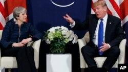 川普总统在2018年1月的达沃斯经济论坛期间与英国首相特蕾莎.梅会谈