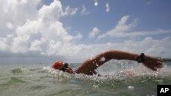 Маратонка ќе плива без заштита од ајкули
