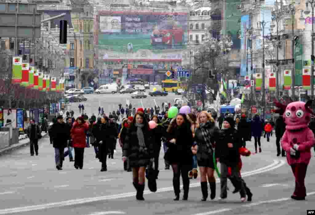 Цього року Міжнародний жіночий день збиралися святкувати понад 80% українців - такі результати соціологічного дослідження.