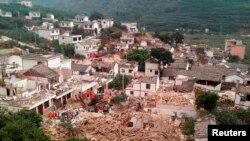 중국 윈난성 자오퉁시 루뎬현에서 3일 지진으로 가옥이 파괴된 모습