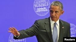 Presiden Amerika Serikat Barack Obama melambaikan tangan sebelum memulai KTT Para Pemimpin Dunia dalam menghadapi ISIS dan kekerasan teroris di hadapan Sidang Majelis Umum PBB, New York (29/9).