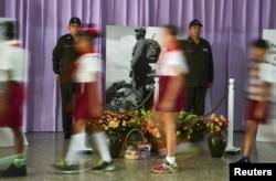 Students file past a tribute to Cuba's late President Fidel Castro in Santiago de Cuba, Cuba, Nov. 28, 2016.