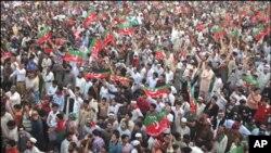 پاکستان میں جلسوں کی سیاست زوروں پر