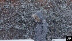 De Philadelphie à la Nouvelle Angleterre, toute la côte nord-est attend jusqu'à 90 cm de neige (AP)