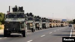 9일 시리아 접경지역인 터키 킬리스에서 터키군 장갑차가 줄지어 이동하고 있다.