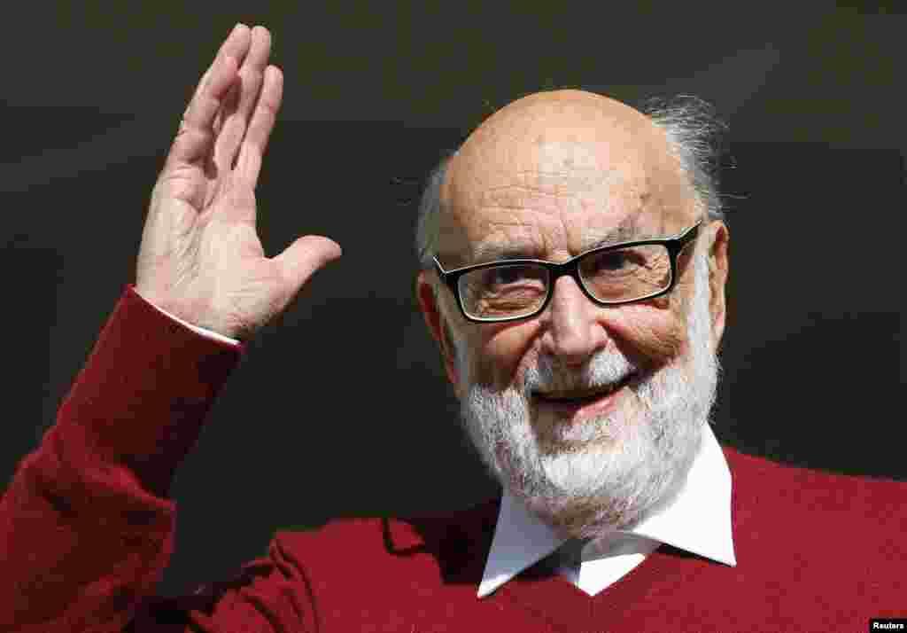 فرانسوا انگلرٹ نوبل انعام حاصل کرنے پر بہت خوش نظر آئے۔