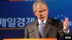 Organizadores del acto declinaron detallar cuánto pagaron al cuadragésimo tercer presidente de Estados Unidos por presentarse en el evento.