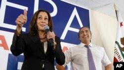 Thượng nghị sĩ Kamala Harris là người phụ nữ gốc Nam Á đầu tiên và là người phụ nữ da đen thứ hai vào được Thượng viện.