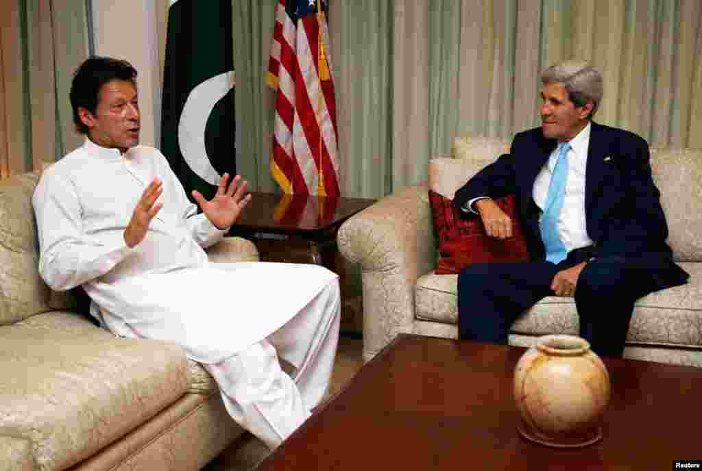 Secretary Kerry meets with Pakistan's opposition leader Imran Khan in Islamabad August 1, 2013.
