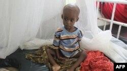Trẻ em suy dinh dưỡng trầm trọng từ miền nam Somalia trong bệnh viện Banadir ở Mogadishu, ngày 1/8/2011