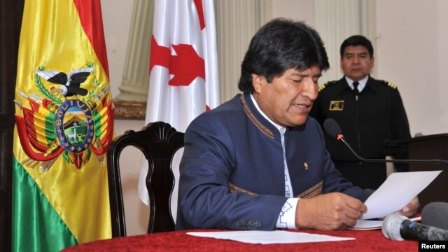 Bolivia's President Evo Morales reads an official statement during a news conference in Sucre, July 8, 2014.